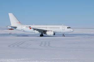 24 - plane landing (130) - smaller